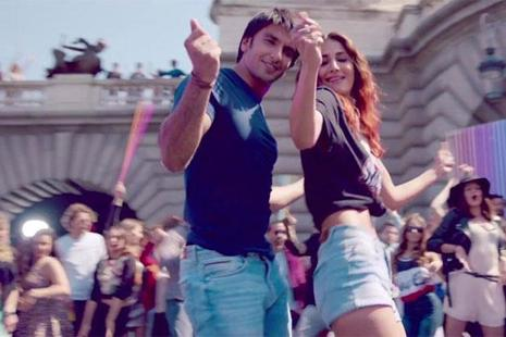 Ranveer Singh (left) and Vaani Kapoor in a still from 'Befikre'