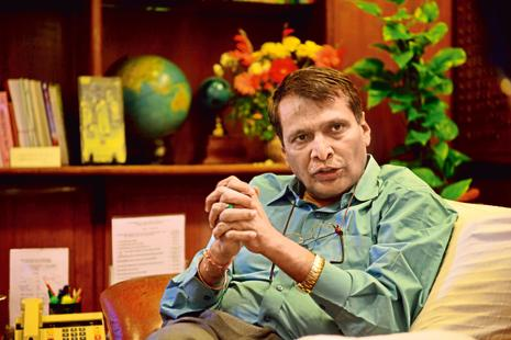 Raliway minister Suresh Prabhu. According to Indian Railways Mission 41k initiative, the national carrier will electrify 24,000km of rail tracks over the next five years. Photo: Pradeep Gaur/Mint