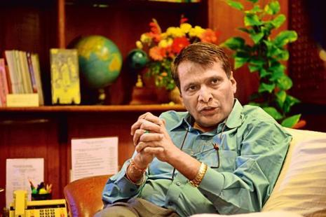 Railway minister Suresh Prabhu. Photo: Pradeep Gaur/Mint