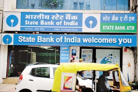 The fake Rs2000 note was dispensed from an SBI ATM in Delhi's Sangam Vihar area. Photo: Pradeep Gaur/Mint