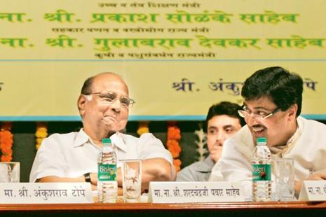 Sharad Pawar-led NCP and Ashok Chavan-led Congress are in talks to file a no-confidence motion against the BJP government in Maharashtra assembly's budget session on 6 March. Photo: HT