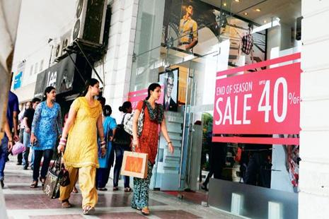 Revenue from end-of-season sales accounts for about 50% on average of a retailer's total business during the quarter that a sale falls in; a major chunk of that comes in the first week of the sale. Ramesh Pathania/Mint