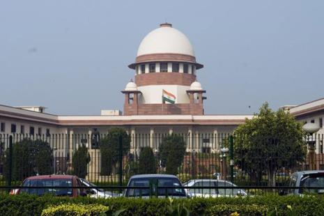 A Supreme Court bench comprising justices Pinaki Chandra Ghose and Rohinton F. Nariman barred other courts from entertaining cases related to the probe. Photo: Mint