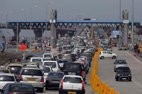 Making payments by just unlocking phone will eliminate wasting time at the toll booths. Photo: HT