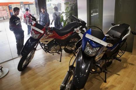 According to dealers, market leader Hero MotoCorp,  is offering rebate of Rs12,500 on its scooters, Rs7,500 on premium bikes and Rs5,000 on entry level mass market motorcycles. Photo: Bloomberg
