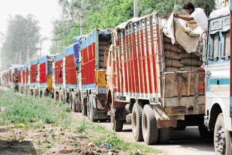 According to the State Lorry Owners' Federation–Tamil Nadu, the strike is estimated to have caused Rs5,000 crore loss per day across all the states and Rs1,500 crore loss in Tamil Nadu per day. File photo: Mint