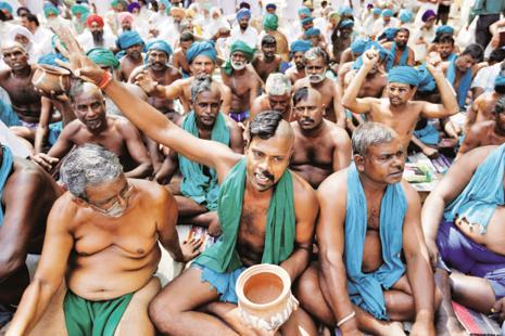 Tamil Nadu farmers had for 40 days held protests at Jantar Mantar in Delhi demanding drought relief and farm loan waivers from the central government. Photo: Reuters