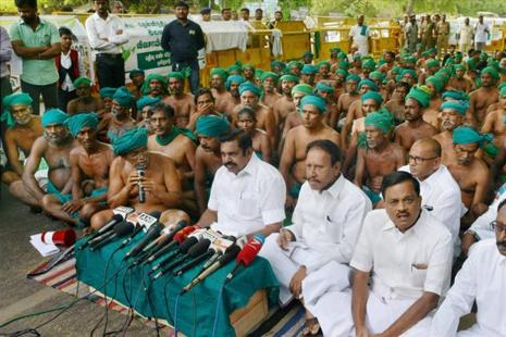 Tamil Nadu chief minister K. Palaniswami with the state farmers who are protesting for the last 39 days, addresses the media at Jantar Mantar in New Delhi on Sunday. Photo: PTI