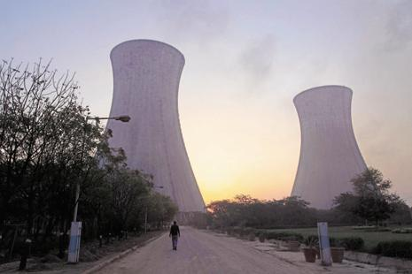 Researchers say by developing all of the planned coal-fired capacity, India would increase the share of fossil fuels in its energy budget by 123%. Photo: Bloomberg