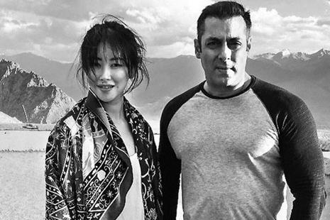 Chinese actor Zhu Zhu with Salman Khan on the sets of 'Tubelight'.