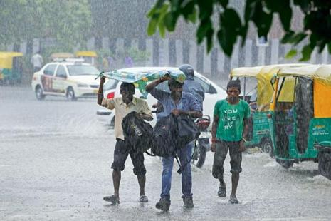 Rains brought relief in Delhi last Monday as temperature dipped 10 degrees celsius below normal, making it the coolest day of the season. Photo: Hindustan Times