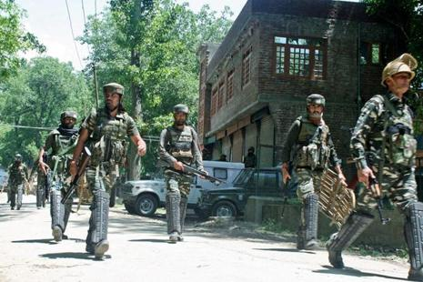 Army personnel returning after a fierce encounter with militants at Soimoh village of Tral in Pulwama district of south Kashmir on Saturday. Photo: PTI