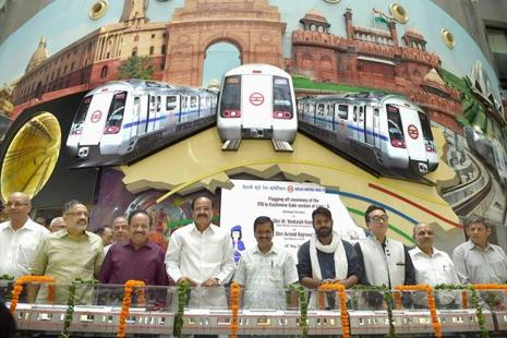Union urban development minister Venkaiah Naidu, Delhi CM Arvind Kejriwal, Union minister of science and technology Harsh Vardhan, DMRC MD Mangu Singh and DMRC chairman Rajiv Gauba at the flag off ceremony of the Delhi Metro's Heritage Line, from ITO to Kashmere Gate in New Delhi on Sunday. Photo: Manvender Vashist/PTI