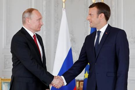 French President Emmanuel Macron with Russian President Vladimir Putin at the Chateau de Versailles. Photo: Reuters