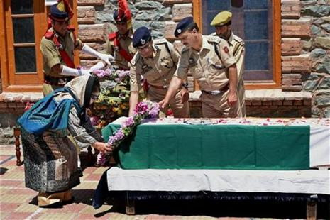 Jammu and Kashmir CM Mehbooba Mufti laying a wreath at the coffin of slain DSP Mohammed Ayub Pandit in Srinagar on Friday. Photo: PTI