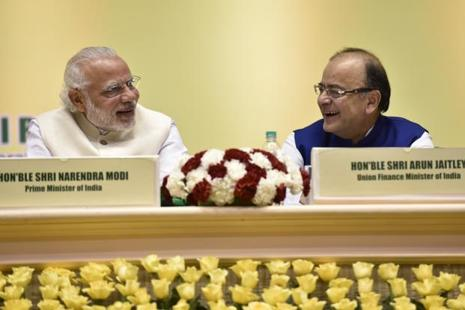 PM Narendra Modi and finance minister Arun Jaitley. A NITI Aayog note has said that change in the financial year was required as the current system leads to suboptimal utilization of working season. Photo: HT