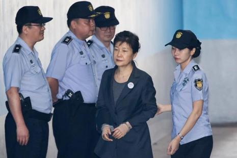 Park Geun-hye, former president of South Korea (centre) is escorted by a prison officer as she arrives at the Seoul Central District Court in Seoul, South Korea, on 22 June. Photo: Bloomberg