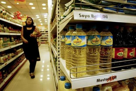India, the world's biggest palm and soybean oil importer, now relies on imports for 70% of its edible oils, up from 44% in 2001-02. File photo: Bloomberg