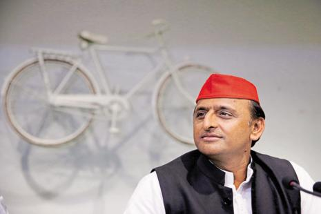 After condoling Uma Shankar Chaudhary's death at the meeting, Akhilesh Yadav went to the hospital to offer floral tributes. Photo: AP