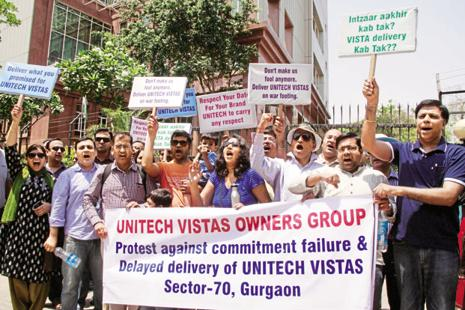 The buyers of Unitech Vistas protest outside the Unitech House due to delayed delivery of flats in sector-70, in Gurgaon. Photo: Hindustan Times