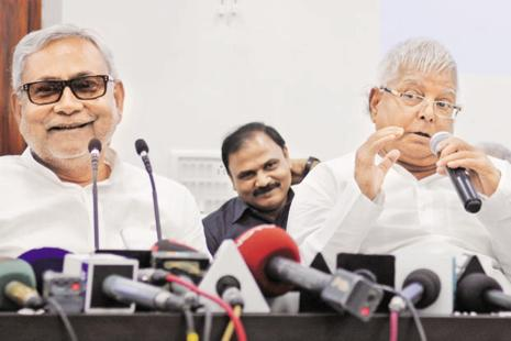 RJD chief Lalu Prasad Yadav, right, and Bihar chief minister Nitish Kumar. Photo: Hindustan Times