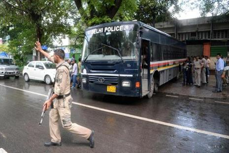 Police escort a bus carrying arrested Hurriyat leaders at Patiala House Court in New Delhi on 25 July 2017. Photo: AFP