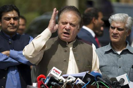 Nawaz Sharif speaks to reporters outside the premises of the Joint Investigation Team office in Islamabad. Photo: AP