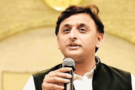 Samajwadi Party chief Akhilesh Yadav not only visited the victims' kin, but also announced compensation of Rs2 lakh from the party fund to the family of each deceased. Photo: PTI