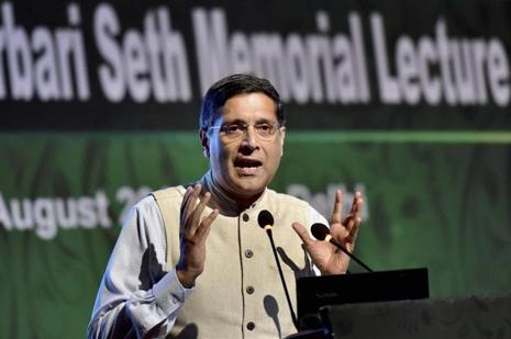 Chief economic advisor Arvind Subramanian delivers the sixteenth Darbari Seth Memorial Lecture on 'Renewables versus Fossil Fuels' in New Delhi on Thursday. Photo: PTI