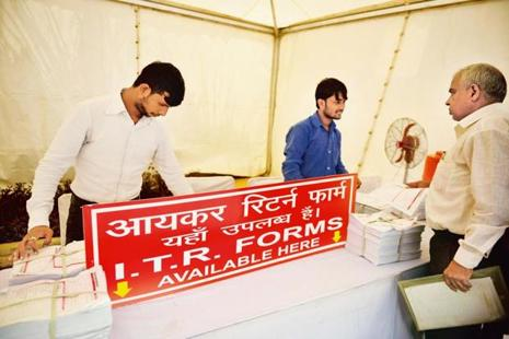 The data maintained by the income tax department show that during 1 April 2017 to 5 August 2017, 2.79 crore e-returns of individual taxpayers were received as against 2.23 crore e-returns received during 1 April 2016 to 5 August 2016. Photo: Mint