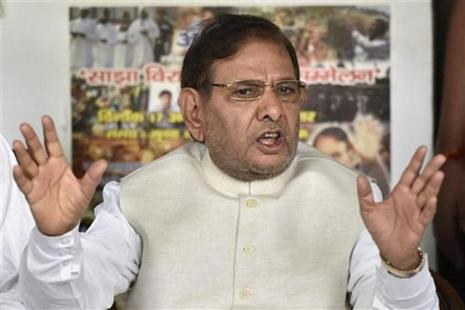 Loyalists of Sharad Yadav, who has opposed joining hands with the BJP, are also organising a programme, 'Jan Adalat' at SK Memorial hall. Photo: PTI