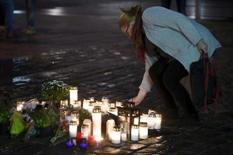 Candles at Turku Market Square for the victims of Friday's stabbings on 18 August. Photo: Reuters