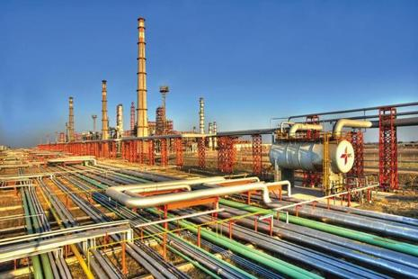 The sale transaction involves Rosneft picking up 49% stake in Essar Oil's 20-million tonne Vadinar refinery in Gujarat, a captive port (58 mt) and a power plant (1,010 mw multi-fuel unit) and over 3,500 petrol pumps. Photo Mint