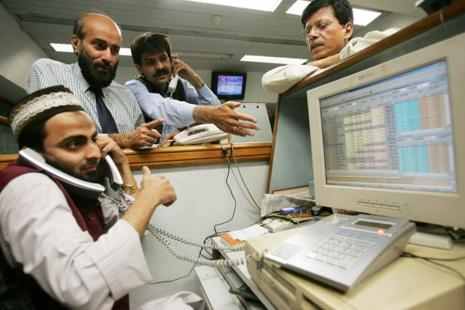 The benchmark KSE100 Index declined 2.2% at the close in Karachi. Photo: Bloomberg
