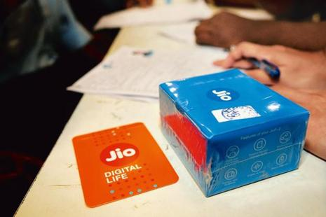 Reliance Jio initially offered free voice calls and data until the end of 2016 in a promotional offer. The company later extended the offers to 31 March and further to June-end, which has now been rolled back. Photo: Mint