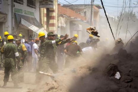 Volunteers clean the debris in Jojutla de Juarez on Wednesday, a day after a strong quake hit central Mexico. Photo: AFP