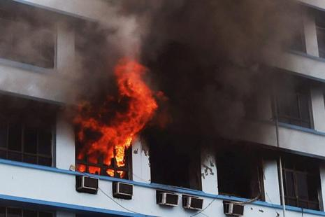 Representative image. The fire broke out on the second floor of the three-storey structure located at Ashok Nagar, Kandivali East in Mumbai. Photo: PTI