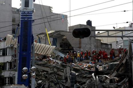 Mexican and international rescue teams remove a platform as they search for survivors in a collapsed building after an earthquake at Roma neighbourhood in Mexico City, Mexico on 23 September. Photo: Reuters