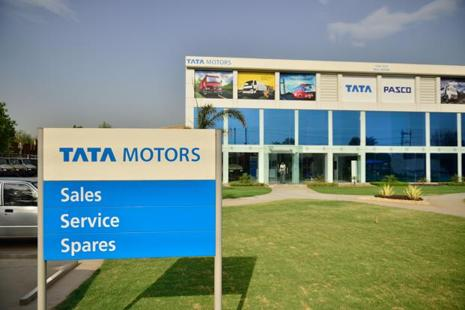 After a one-off profit in the December quarter, Tata Motors' domestic business reported a loss in the March quarter. The business, however, narrowed its loss to Rs499.94 crore in the quarter from a loss of Rs805.93 crore in the year-ago quarter. Photo: Mint