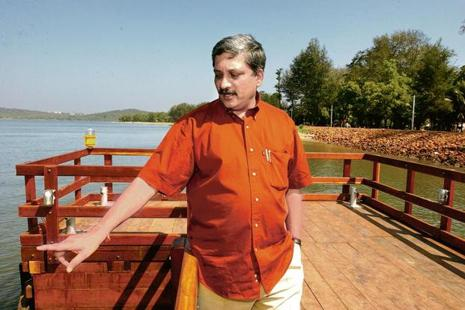 Goa chief minister Manohar Parrikar inspecting the arrangements of International Film Festival of India in 2004. Photo: India Today