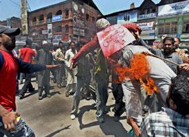 Activists of Peoples' Freedom League burn an effigy of  Salman Rushdie at Lal chowk in Srinagar on 21 June.
