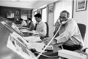 On track: A file picture of Motilal Oswal dealing room. The issue has generated huge interest from institutional investors as they subscribed 13.9 times the available portion os shares.