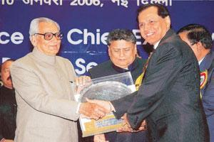 Charging up: A file photo of REC chairman and MD A.K. Lakhina (right) receiving an award from then vice-president Bhairon Singh Shekhawat (left). Lakhina will also be heading the company's new entity.