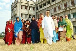 Showing the way: Nurul Islam with students of the Al Ameen Mission campus at Khalatpur, Howrah. (Indranil Bhoumik/Mint)