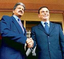 A file picture of Mahindra Group managing director Anand Mahindra (left) with Renault chief executive Carlos Ghosn (Picture by: Ashesh Shah / Mint)
