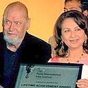 Veteran actors, Shammi Kapoor and Sharmila Tagore being presented Lifetime Achievement awards