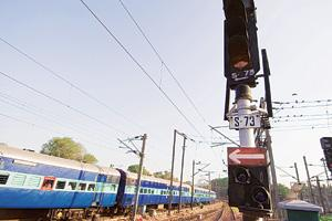 Track record: Railways have listed 862,463 incidents of signal failure between 1 April 2000 and 31 March 2007; 22 of these caused accidents. (Photo: Ramesh Pathania/Mint)