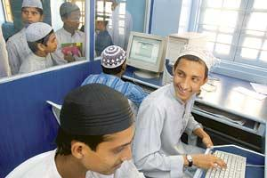 Winds of change: Students in the newly opened computer lab at the Minara Masjid madrasa in Mumbai. (Ashesh Shah / Mint)