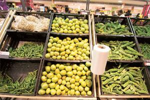 In season: Retailers have helped farmers choose who they want the buyer to be. Some, however, still prefer to go with the open auction system of the agricultural produce marketing committees. (Photo: