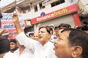 Leading the charge: A September picture of anti-retail protests in Shakarpur, east Delhi. Banwari Lal Kanchal (with lock) had led the protests against Reliance Fresh. (Photo: Harikrishna Katragadda/ M